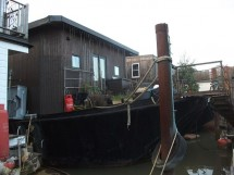 Substantial Houseboat - Crescent Moon